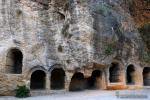 Tumbas bajo la Iglesia de la Villa (Montefr�o)