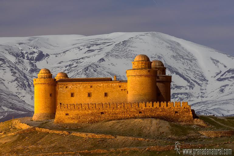Sierra Nevada y el castillo de la Calahorra