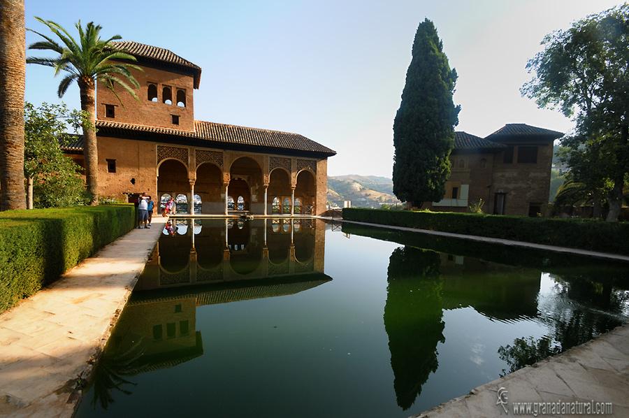 Granada natural palacio del p rtico y oratorio alhambra - Residencia los jardines granada ...