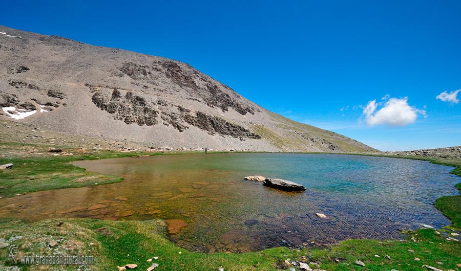 Laguna de Majano y Panderón del Mulhacen.