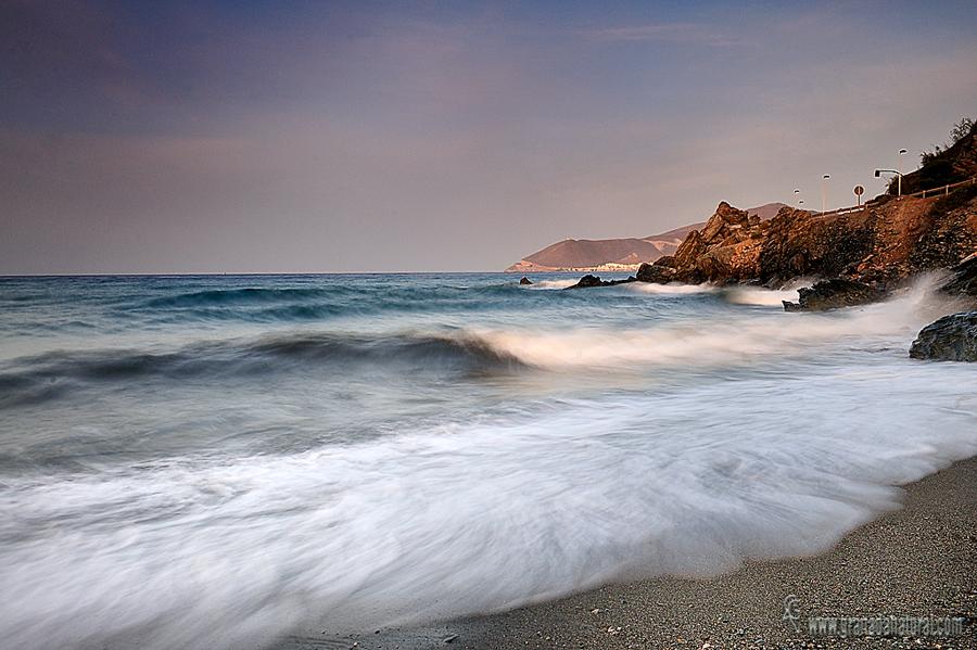La playa del Puntal de Casarones (Rubite) . Amaneceres granadinos
