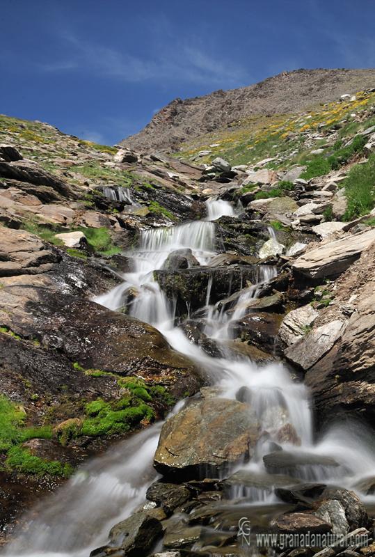Río Mulhacen hacia el refugio del Poqueira.